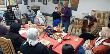 جانب من العمل على مبادرو صنايعية مصر بقصر ثقافة الاسماعيلية