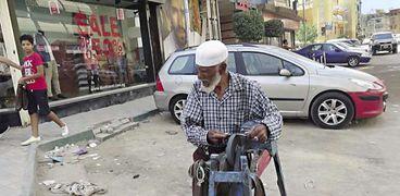 «عبدالنبى» سنَّان فى الـ90 من عمره
