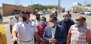 محافظ مطروح يتفقد ميدان شارع اسكندرية