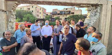 محافظ القاهرة يتفقد حريق الشرابية