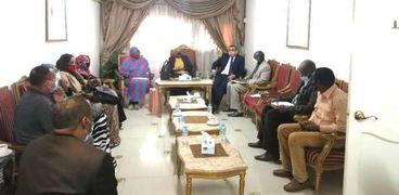 أثناء الاجتماع الذى نظمته سفارة السودان بالقاهرة