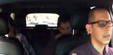 بالفيديو| راكب يضرب سائق تاكسي بطريقة وحشية في أمريكيا