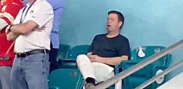 المتفرج الذي نام أثناء حضوره نهائي دوري كرة القدم الأمريكي