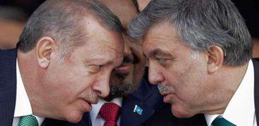 الرئيس التركي السابق عبدالله غول والرئيس أردوغان