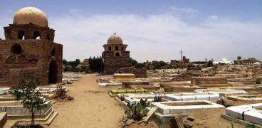 مقام قاضى الشريعة وسط مقابر أسوان