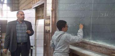 بالفيديو.. الطفل المعجزة في أول يوم دراسة له: نفسي أبتكر حاجات جديدة في الرياضيات