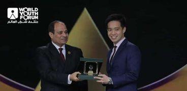 تكريم الرئيس عبد الفتاح السيسي لـ  تشونج تي