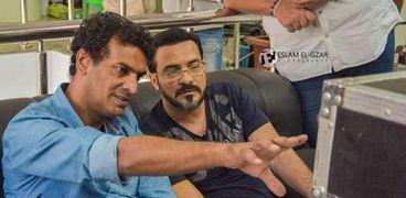 محمد حمدى مع محمد رجب فى كواليس تصوير «بيكيا»
