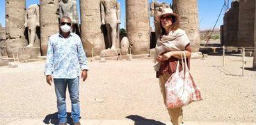 سائحون يزورون معبد الكرنك