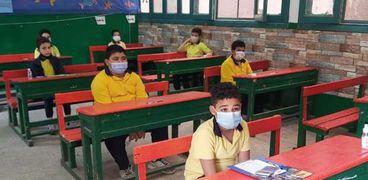 طلاب في اللجان الامتحانية