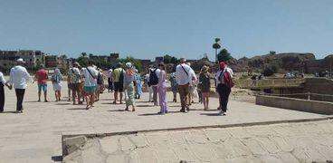 السيّاح داخل معبد الكرنك