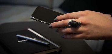 ابتكار خاتم 3D لفتح وغلق الهواتف الذكية