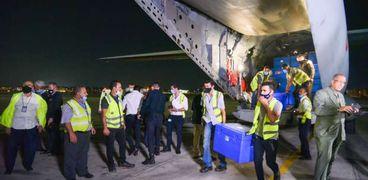 وزيرة الصحة تستقبل 525 ألف جرعة من لقاح أسترازينيكا في مطار القاهرة