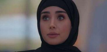 الفنانة هنا الزاهد بالحجاب في حكاية  «قولي لأحمد» من مسلسل «حلوة الدنيا سكر»