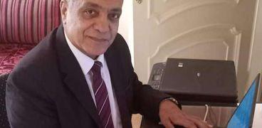 الدكتور أحمد حسني