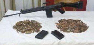 امن سوهاج يضبط 15 قطعة سلاح ومواد مخدرة