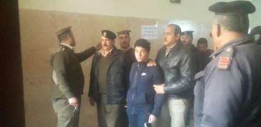 راجح أثناء خروجه من المحكمة بعد الجلسة