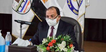 الدكتور منصور حسن