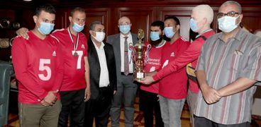 محافظ بني سويف يُكرًم فريقمتحدي الإعاقة لفوزه بكأس مصر لكرة الهدف