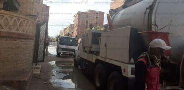 اعمال تطهير الشوارع بالقنطرة شرق