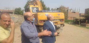 نائب محافظ الجيزة يقود حملة ازاله للتعديات على الأراضي الزراعية بكرداسة