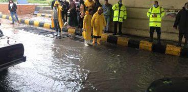عمال الصرف الصحي في شوارع الإسكندرية