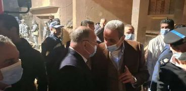 «القاهرة» تعلن تفاصيل انهيار عقار جسر السويس.. والمحافظ يشرف على عمليات الإنقاذ