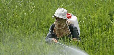 رش المبيدات للزراعات