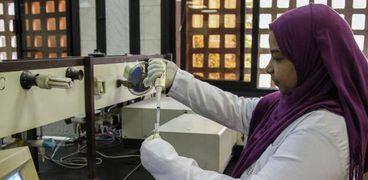 """أخلاقيات """"التعليم العالي"""" عن علاج العسل لكورونا: مكمل غذائي وليس علاج"""