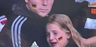 بكاء طفلة ألمانية صغيرة