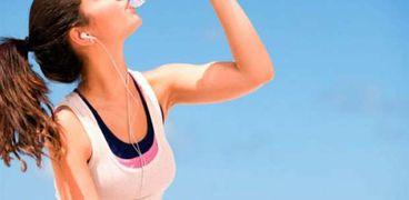 ماذا يحدث إذا شربت مياه زيادة عن حاجة جسمك على السحور؟