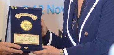 ايناس الدغيدي خلال تكريمها بمهرجان إسكندرية السينمائي