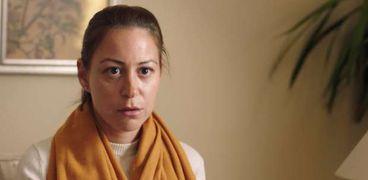 منة شلبي في مشهد من مسلسل «ليه لأ»