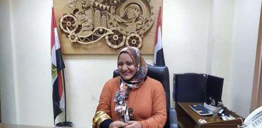 الفنانة التشكيلية صفاء كامل مدير قصر ثقافة أسيوط