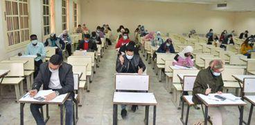 امتحانات الطلاب بالخارج