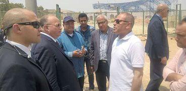 محافظ القاهرة فى أحدى الجولات صورة أرشيفية