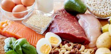 هناك عدد من الأطعمة التي يمكن تناولها نيئة وهي متوافرة في المنازل بشكل كبير