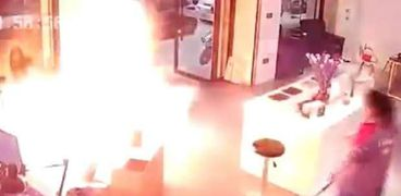 لحظة انفجار البطارية
