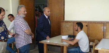 رئيس جامعة المنيا يتابع الامتحانات