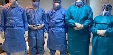 الفريق الطبي الذي أجرى الجراحة