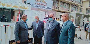اللواء خالد عبد العال محافظ القاهرة عدد من اللجان الانتخابية للاطمئنان على سير العملية الانتخابية