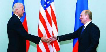 جو بايدن وفلادمير بوتين