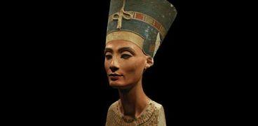تمثال الملك أخناتون