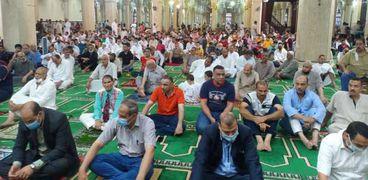 الالاف من أبناء كفر الشيخ يؤدون صلاة عيد الأضحى وسط إجراءات احترازية