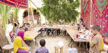 الأطفال يمارسون أنشطة مختلفة فى ورش عمل قرية تونس
