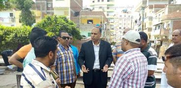 رئيس مدينة دسوق يتابع تجديد كوبرى عتريس