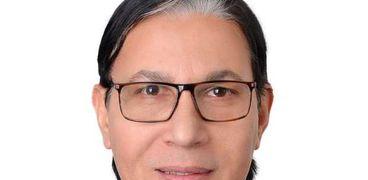 الدكتور بدير على الدين الباز، أستاذ جراحة الكلى بجامعة المنصورة