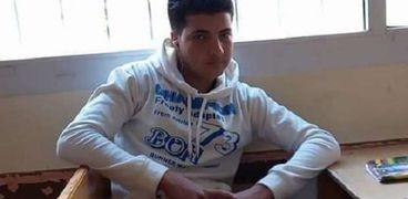 أسرة أحمد تبحث عن حقه.. تعرض للضرب بسلاح أبيض في مدرسة بالمنزلة
