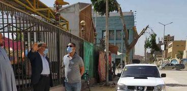 محمد نور رئيس حي العمرانية يتابع اعمال التطوير بالشوارع