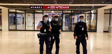 رجال شرطة في مطار برلين براندنبورغ الدولي